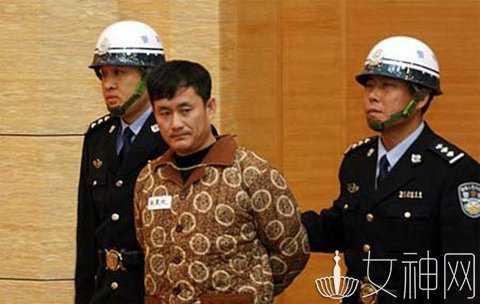 乔四爷的照片_莫磊 ,乔四的金牌打手之一,年初有网友在网上曝光了一张照片,一位